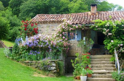 Beautiful french cottage garden design ideas 22