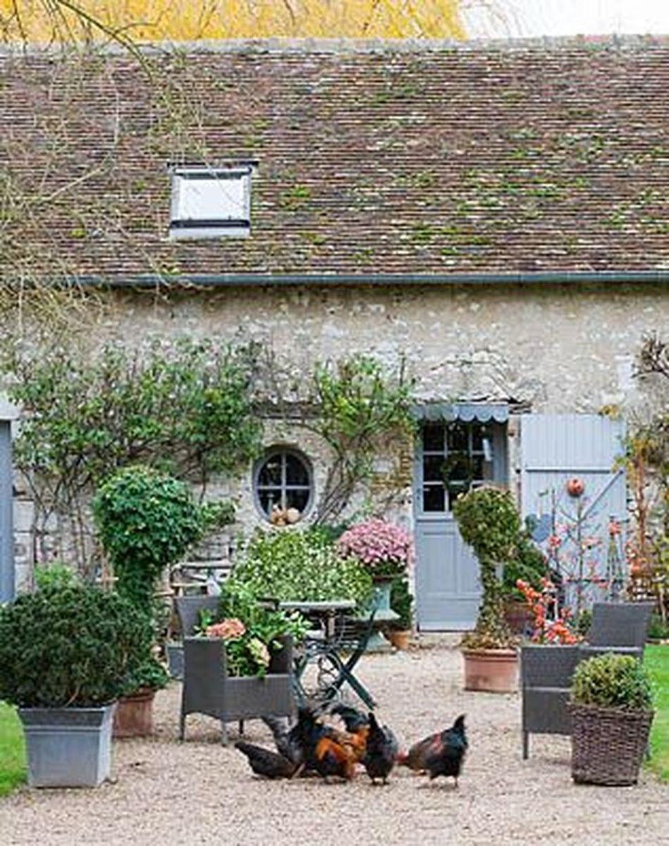 Beautiful french cottage garden design ideas 27