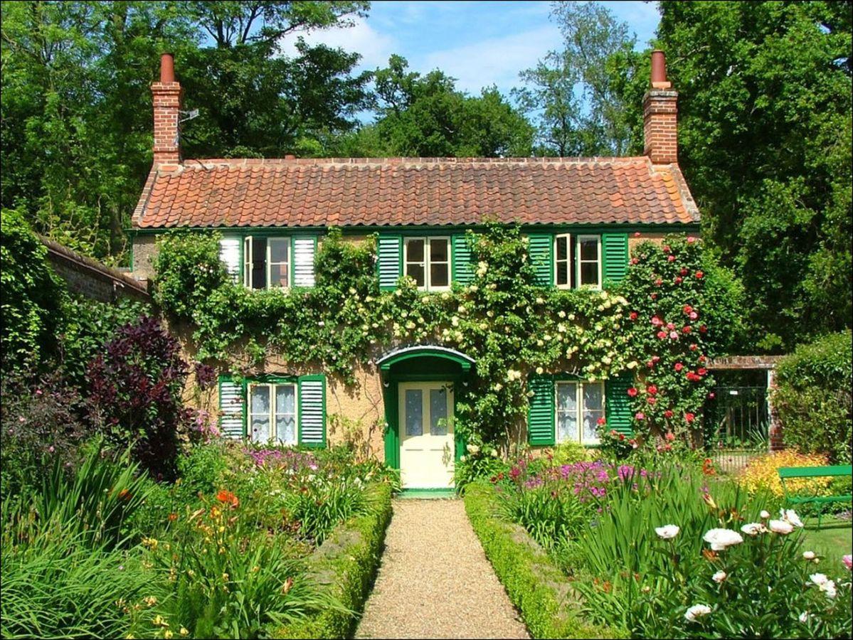 Beautiful french cottage garden design ideas 31
