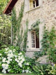 Beautiful french cottage garden design ideas 35