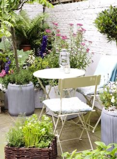 Beautiful french cottage garden design ideas 39