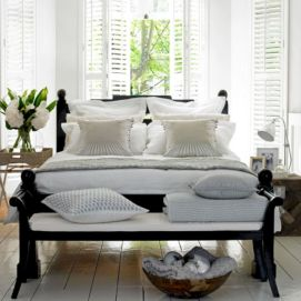 Black and white bedroom furniture 39
