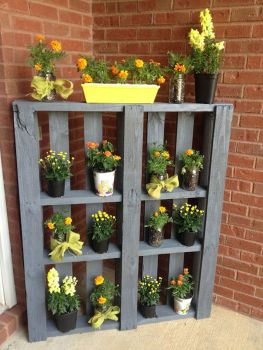Creative front porch garden design ideas 41