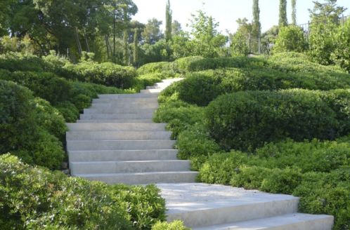 Creative garden design ideas for slopes 37