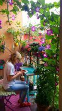 Cute and simple tiny patio garden ideas 05