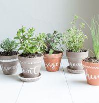 Cute and simple tiny patio garden ideas 20