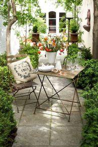 Cute and simple tiny patio garden ideas 30