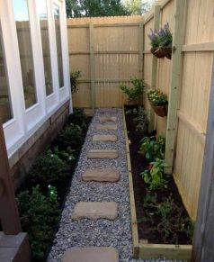 Cute and simple tiny patio garden ideas 40