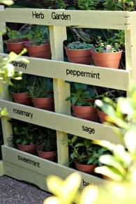 Cute and simple tiny patio garden ideas 41