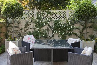 Cute and simple tiny patio garden ideas 49