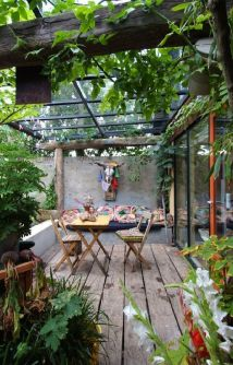 Cute and simple tiny patio garden ideas 71
