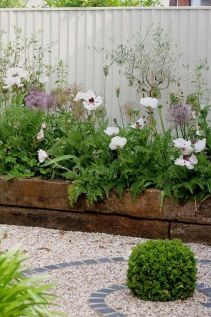 Cute and simple tiny patio garden ideas 78