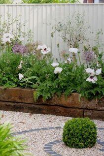 Cute and simple tiny patio garden ideas 78
