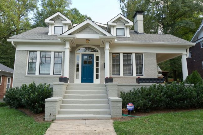 Exterior paint color ideas with red brick 16