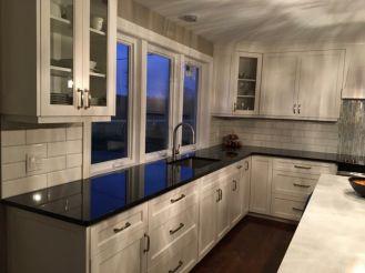 Inspiring black quartz kitchen countertops ideas 07