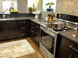 Inspiring black quartz kitchen countertops ideas 12