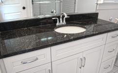 Inspiring black quartz kitchen countertops ideas 19