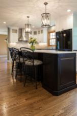 Inspiring black quartz kitchen countertops ideas 36