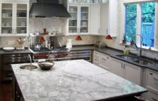 Inspiring black quartz kitchen countertops ideas 46