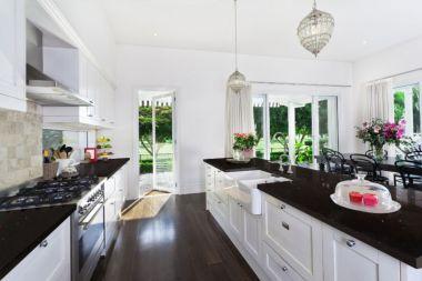 Inspiring black quartz kitchen countertops ideas 47