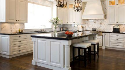 Inspiring black quartz kitchen countertops ideas 49