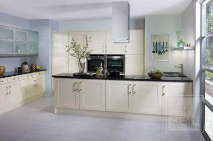 Modern cream painted kitchen cabinets ideas 27
