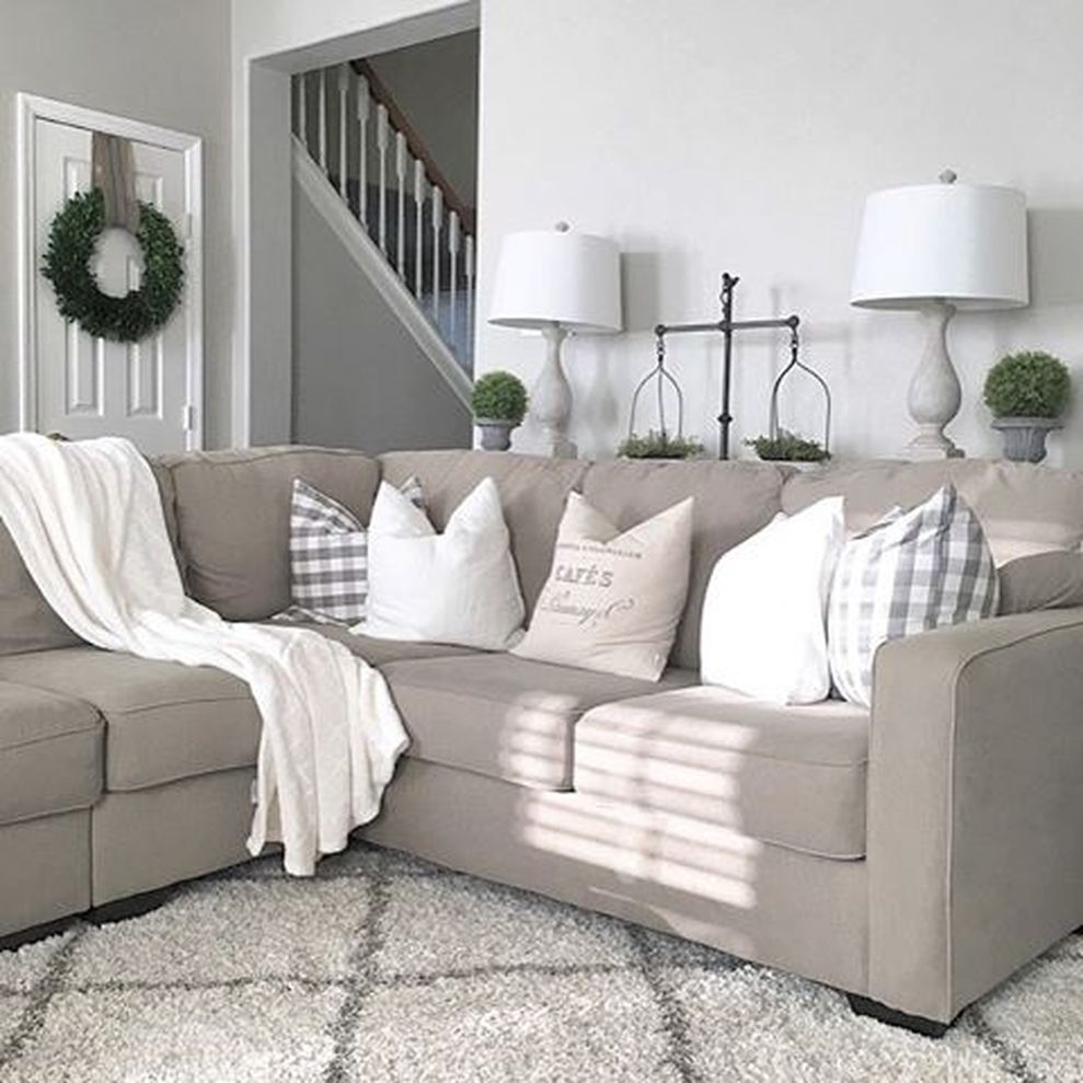 Simple and comfortable living room ideas 52 - Round Decor