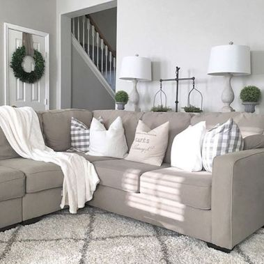 Simple and comfortable living room ideas 52