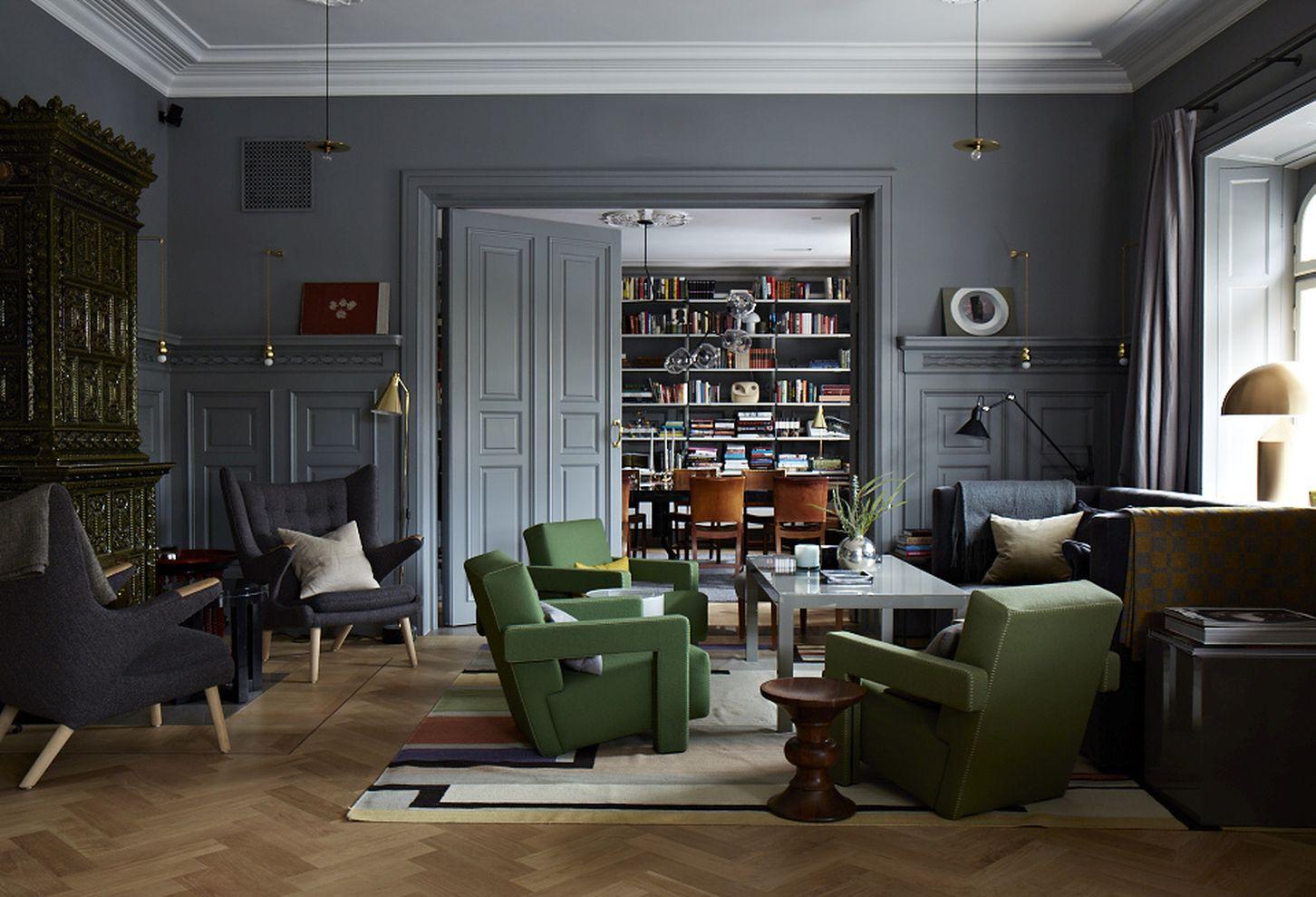 Stylish Dark Green Walls In Living Room Design Ideas 07