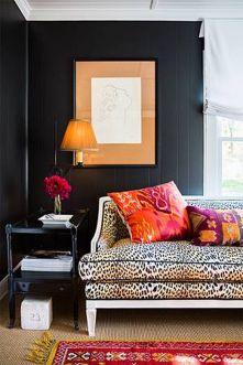 Stylish dark green walls in living room design ideas 39
