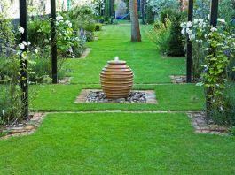 Stylish outdoor garden water fountains ideas 18