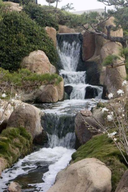 Stylish outdoor garden water fountains ideas 27