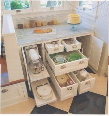 Amazing stand alone kitchen pantry design ideas (31)
