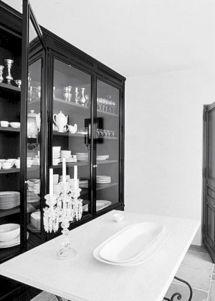Amazing stand alone kitchen pantry design ideas (51)