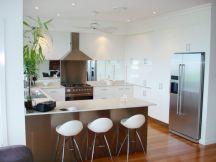 Inspiring u shaped kitchen ideas with breakfast bar (48)