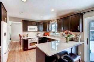Inspiring u shaped kitchen ideas with breakfast bar (51)
