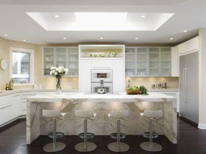 Inspiring u shaped kitchen ideas with breakfast bar (6)