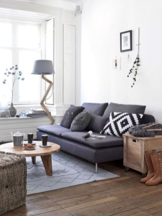 Stylish dark wood floor ideas for your living room (16)