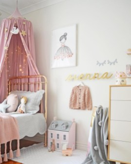 Adorable and fun christmas kids room design ideas 07