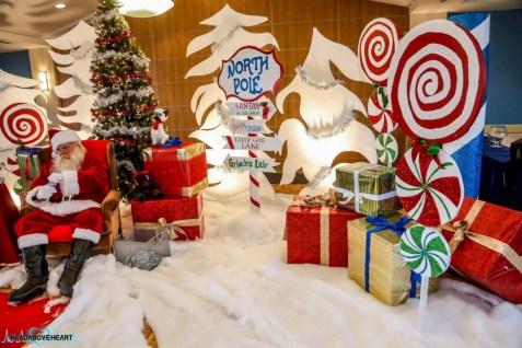 Adorable and fun christmas kids room design ideas 19