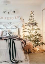 Adorable and fun christmas kids room design ideas 24