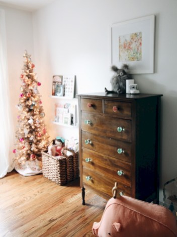 Adorable and fun christmas kids room design ideas 47