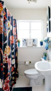 Affordable shower curtains ideas for small apartments 30
