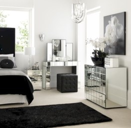 Amazing black and white bedroom ideas (43)