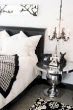 Amazing black and white bedroom ideas (58)