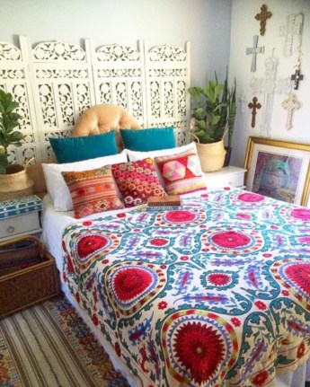 Amazing bohemian bedroom decor ideas 38