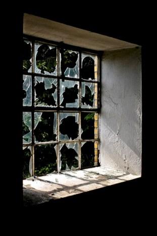 Amazing halloween window decoration ideas 03