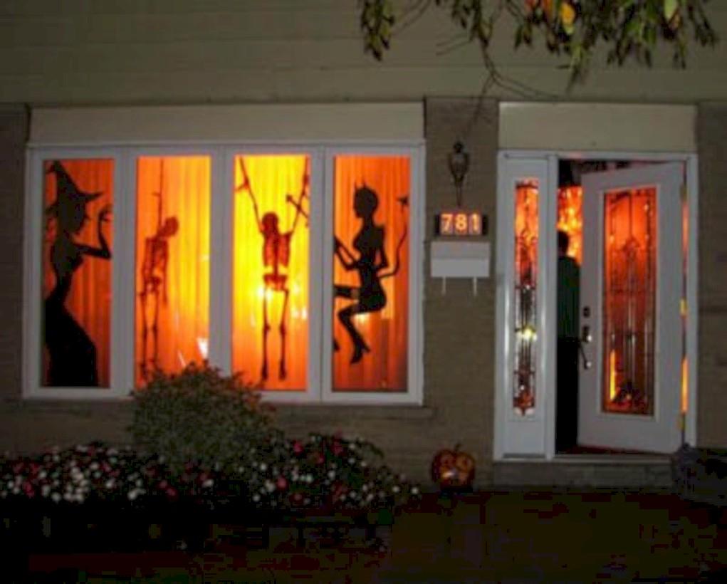 Amazing halloween window decoration ideas 45