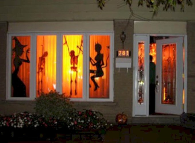 Amazing halloween window decoration ideas 45