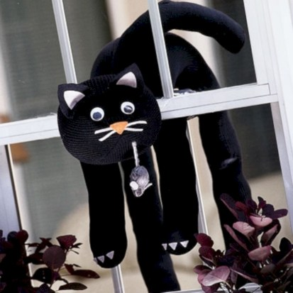 Amazing halloween window decoration ideas 52